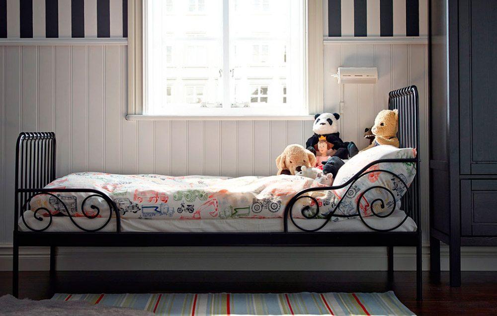 Habitaci n vintage con cama de forja im genes y fotos for Cama forja ikea
